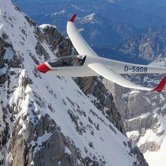 Flugwegposition um 15:35:28: Aufgenommen in der Nähe von Gemeinde Gosau, Österreich in 3093 Meter