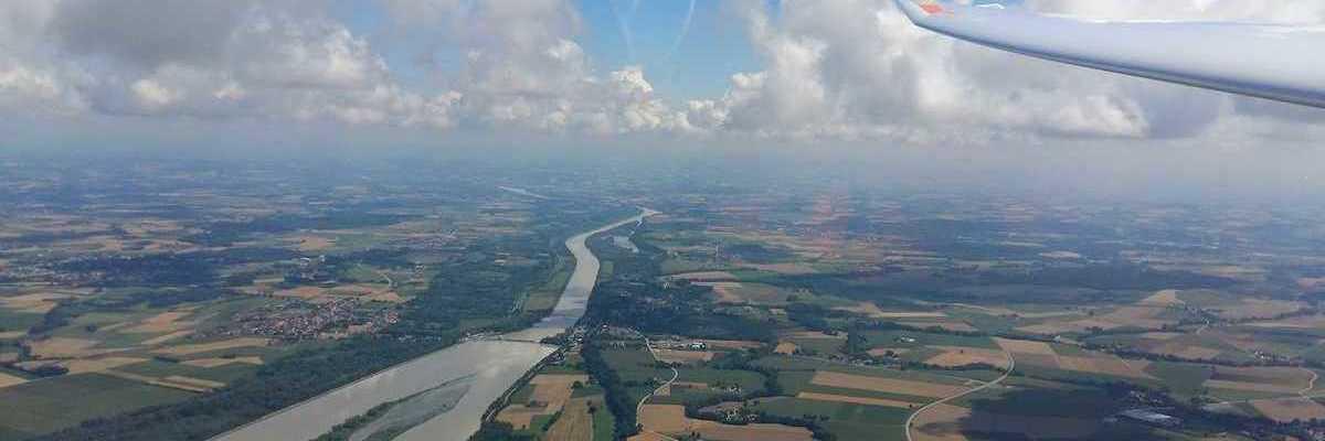 Flugwegposition um 09:16:36: Aufgenommen in der Nähe von Gemeinde Kirchdorf am Inn, Österreich in 1228 Meter