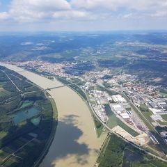Verortung via Georeferenzierung der Kamera: Aufgenommen in der Nähe von Krems an der Donau, Österreich in 1300 Meter