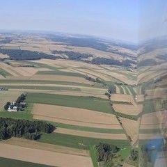 Flugwegposition um 15:19:29: Aufgenommen in der Nähe von Gemeinde Dobersberg, Österreich in 913 Meter