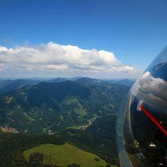 Flugwegposition um 12:49:06: Aufgenommen in der Nähe von Gemeinde Hohenberg, Österreich in 1268 Meter