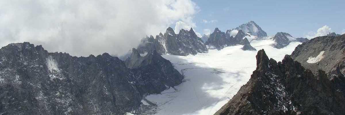 Flugwegposition um 12:39:31: Aufgenommen in der Nähe von Département Haute-Savoie, Frankreich in 2493 Meter