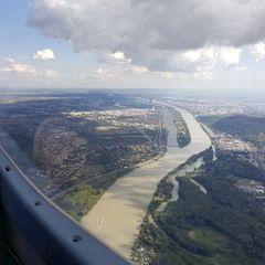 Flugwegposition um 14:13:25: Aufgenommen in der Nähe von Gemeinde Klosterneuburg, Klosterneuburg, Österreich in 956 Meter
