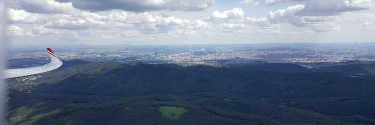 Flugwegposition um 12:11:45: Aufgenommen in der Nähe von Gemeinde Klosterneuburg, Klosterneuburg, Österreich in 940 Meter