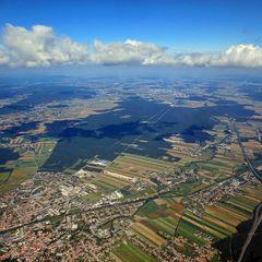 Flugwegposition um 12:12:11: Aufgenommen in der Nähe von Gemeinde Natschbach-Loipersbach, Österreich in 2200 Meter