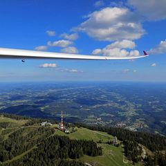 Flugwegposition um 14:23:20: Aufgenommen in der Nähe von Gemeinde Gratkorn, Gratkorn, Österreich in 1392 Meter