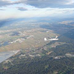 Flugwegposition um 16:03:50: Aufgenommen in der Nähe von Gemeinde Unterpremstätten, Österreich in 1231 Meter