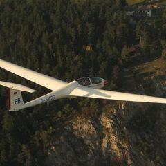 Flugwegposition um 15:02:21: Aufgenommen in der Nähe von Gemeinde Hohe Wand, Österreich in 1070 Meter