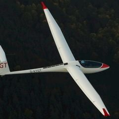 Flugwegposition um 14:47:29: Aufgenommen in der Nähe von Gemeinde Puchberg am Schneeberg, Österreich in 1389 Meter