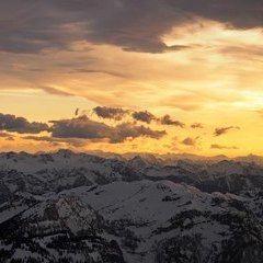 Flugwegposition um 15:18:56: Aufgenommen in der Nähe von Gemeinde Gosau, Österreich in 2830 Meter