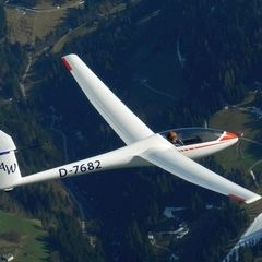 Flugwegposition um 14:46:30: Aufgenommen in der Nähe von Gemeinde Söll, Österreich in 2297 Meter