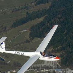 Flugwegposition um 14:49:00: Aufgenommen in der Nähe von Gemeinde Itter, Österreich in 2241 Meter
