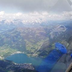 Flugwegposition um 13:23:42: Aufgenommen in der Nähe von Gemeinde Piesendorf, 5721 Piesendorf, Österreich in 2984 Meter