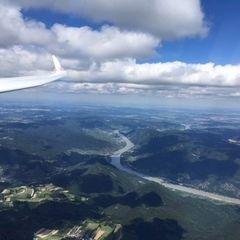 Flugwegposition um 13:23:28: Aufgenommen in der Nähe von Gemeinde Maria Laach am Jauerling, Österreich in 2198 Meter