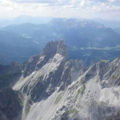 Flugwegposition um 12:18:28: Aufgenommen in der Nähe von St. Martin am Grimming, Österreich in 2413 Meter