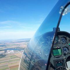 Flugwegposition um 14:52:58: Aufgenommen in der Nähe von Gemeinde Zillingdorf, Österreich in 914 Meter
