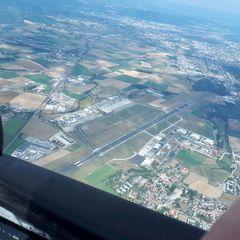 Flugwegposition um 12:56:18: Aufgenommen in der Nähe von Gemeinde Oftering, Österreich in 1612 Meter