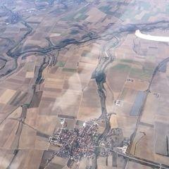 Verortung via Georeferenzierung der Kamera: Aufgenommen in der Nähe von Kitzingen, Deutschland in 2200 Meter