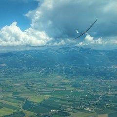 Flugwegposition um 12:00:10: Aufgenommen in der Nähe von 02043 Contigliano, Rieti, Italien in 1747 Meter