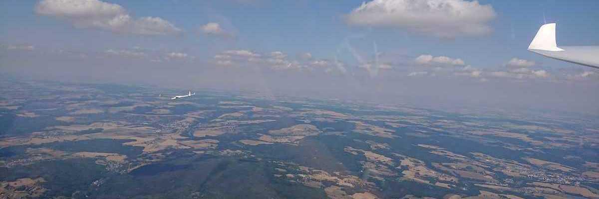 Flugwegposition um 11:25:31: Aufgenommen in der Nähe von Okres Pelhřimov, Tschechien in 2093 Meter