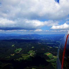 Flugwegposition um 11:46:18: Aufgenommen in der Nähe von Gemeinde Fischbach, Fischbach, Österreich in 1888 Meter