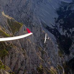 Flugwegposition um 13:25:32: Aufgenommen in der Nähe von Gemeinde Turnau, Österreich in 2588 Meter