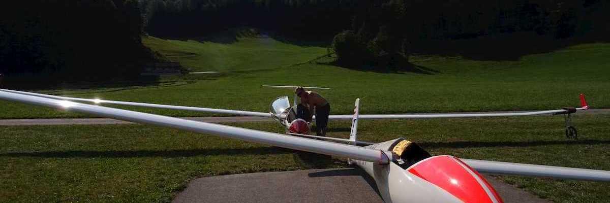 Flugwegposition um 06:51:13: Aufgenommen in der Nähe von Wiener Neustadt, Österreich in 526 Meter