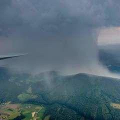 Flugwegposition um 23:00:00: Aufgenommen in der Nähe von Wiener Neustadt, Österreich in 526 Meter