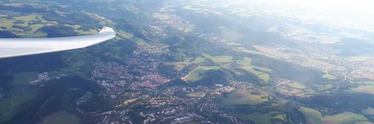 Flugwegposition um 15:27:52: Aufgenommen in der Nähe von Okres Český Krumlov, Tschechien in 1976 Meter