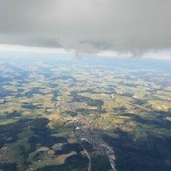 Flugwegposition um 16:02:03: Aufgenommen in der Nähe von Niederbayern, Deutschland in 2413 Meter