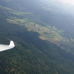 Flugwegposition um 12:17:30: Aufgenommen in der Nähe von Cham, Deutschland in 1692 Meter