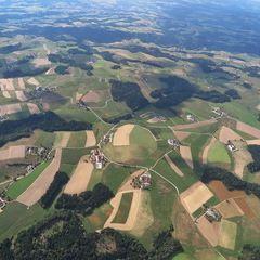 Flugwegposition um 12:52:34: Aufgenommen in der Nähe von Gemeinde Bad Zell, Bad Zell, Österreich in 1454 Meter