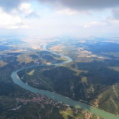 Flugwegposition um 14:43:56: Aufgenommen in der Nähe von Gemeinde Weißenkirchen in der Wachau, Österreich in 2104 Meter