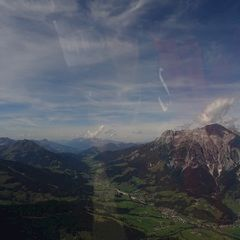Flugwegposition um 10:48:24: Aufgenommen in der Nähe von Gemeinde Bad Goisern am Hallstättersee, Bad Goisern am Hallstättersee, Österreich in 1569 Meter