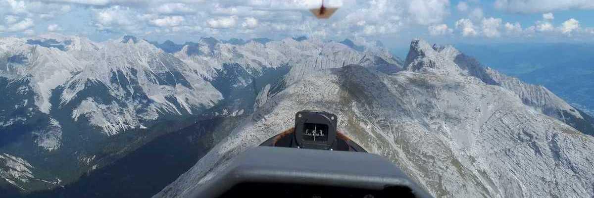Flugwegposition um 12:35:51: Aufgenommen in der Nähe von Gemeinde Zirl, Zirl, Österreich in 2475 Meter