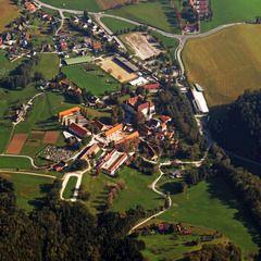 Flugwegposition um 13:42:35: Aufgenommen in der Nähe von Gemeinde St. Martin am Wöllmißberg, Österreich in 1462 Meter