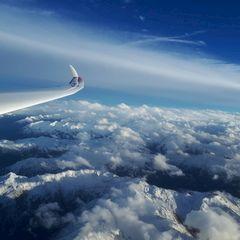 Flugwegposition um 15:15:40: Aufgenommen in der Nähe von Gemeinde Aldrans, Österreich in 5393 Meter