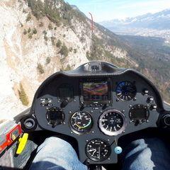 Flugwegposition um 13:17:17: Aufgenommen in der Nähe von Gemeinde Thaur, Thaur, Österreich in 1478 Meter