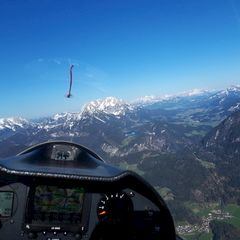 Flugwegposition um 15:15:52: Aufgenommen in der Nähe von Gemeinde Kirchbichl, Kirchbichl, Österreich in 1727 Meter