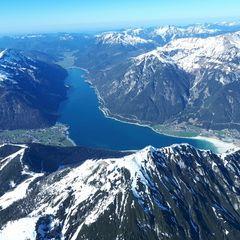 Flugwegposition um 15:01:38: Aufgenommen in der Nähe von Gemeinde Jenbach, Jenbach, Österreich in 2690 Meter