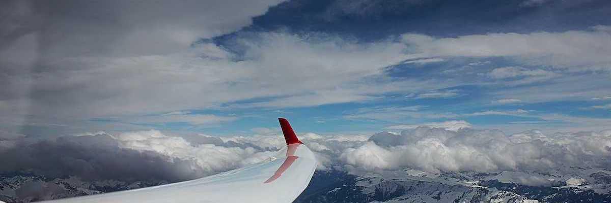 Flugwegposition um 13:38:09: Aufgenommen in der Nähe von Glarus, Schweiz in 5263 Meter
