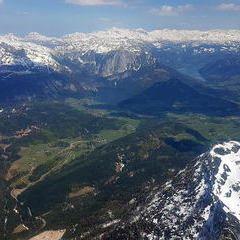 Flugwegposition um 11:51:59: Aufgenommen in der Nähe von Gemeinde Bad Goisern am Hallstättersee, Bad Goisern am Hallstättersee, Österreich in 2418 Meter