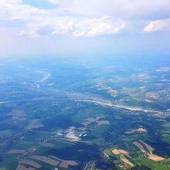 Flugwegposition um 13:36:24: Aufgenommen in der Nähe von Gemeinde Schardenberg, Österreich in 2033 Meter