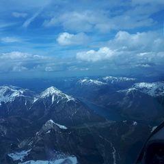 Flugwegposition um 13:34:59: Aufgenommen in der Nähe von Gemeinde Vomp, Österreich in 3058 Meter