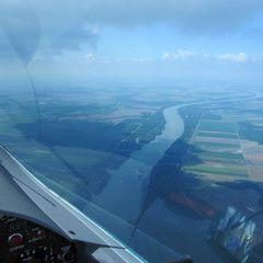 Flugwegposition um 13:18:35: Aufgenommen in der Nähe von Kreis Tamási, Ungarn in 1399 Meter