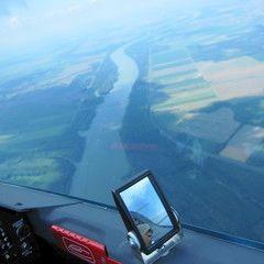 Flugwegposition um 13:18:42: Aufgenommen in der Nähe von Kreis Tamási, Ungarn in 1387 Meter