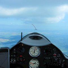 Flugwegposition um 13:14:26: Aufgenommen in der Nähe von Paksi, Ungarn in 1383 Meter