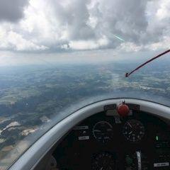 Flugwegposition um 13:33:52: Aufgenommen in der Nähe von Gemeinde St. Martin im Mühlkreis, Österreich in 1695 Meter