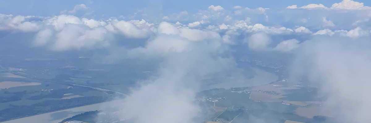 Flugwegposition um 10:32:44: Aufgenommen in der Nähe von Gemeinde St. Marienkirchen bei Schärding, Österreich in 961 Meter