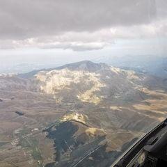 Flugwegposition um 13:35:14: Aufgenommen in der Nähe von 06046 Norcia, Perugia, Italien in 2864 Meter